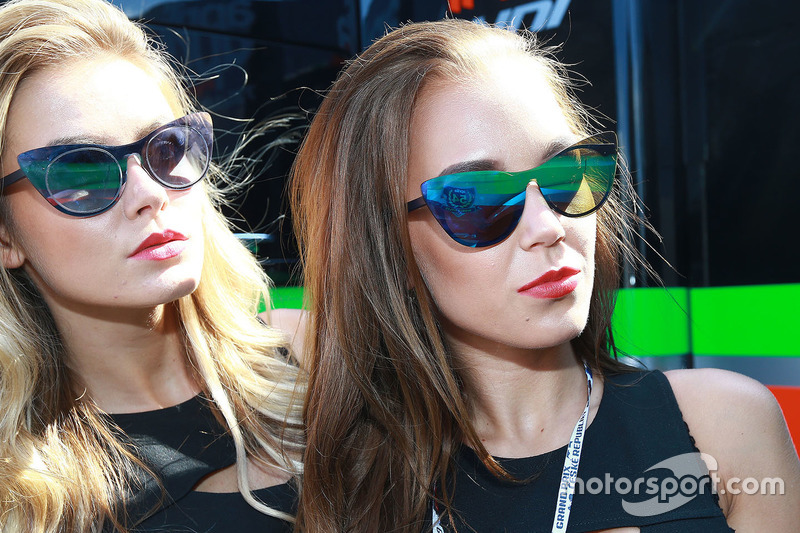 Grid girls Aprilia