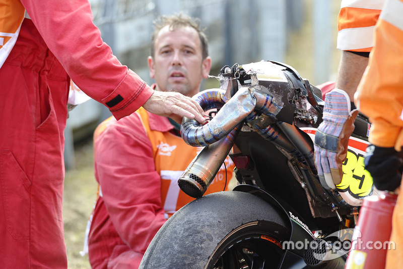 La moto di Cal Crutchlow, Team LCR Honda dopo l'incidente