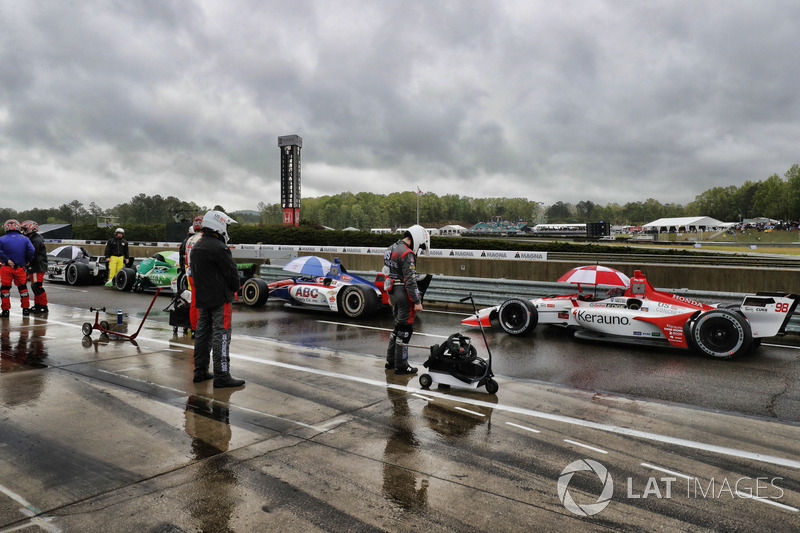 Cars stopped on pit lane under the red flag, Marco Andretti, Herta - Andretti Autosport Honda