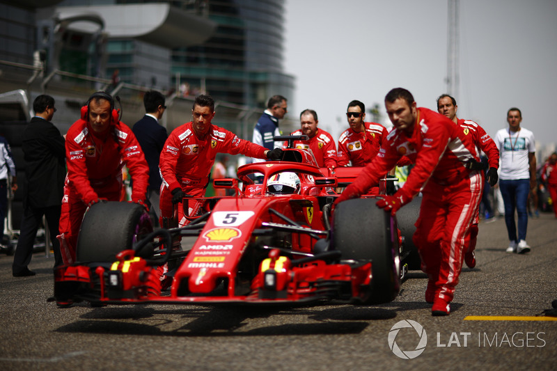 Sebastian Vettel, Ferrari SF71H, arrive sur la grille