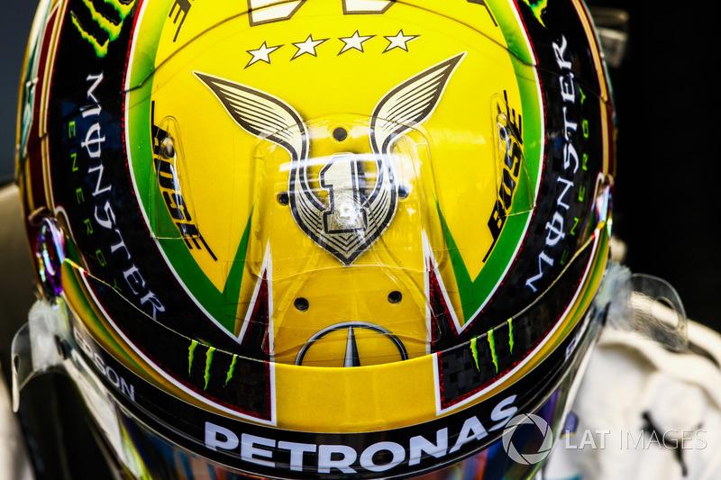 El casco de Lewis Hamilton Mercedes AMG F1, con su cuarto título de Campeonato Mundial pilotos