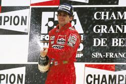 Podio: il vincitore della gara Ayrton Senna, McLaren