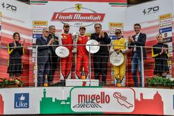 Podio del Trofeo Pirelli: Sergio Marchionne acompaña al ganador #8 Octane 126 Ferrari 488: Fabio Leimer