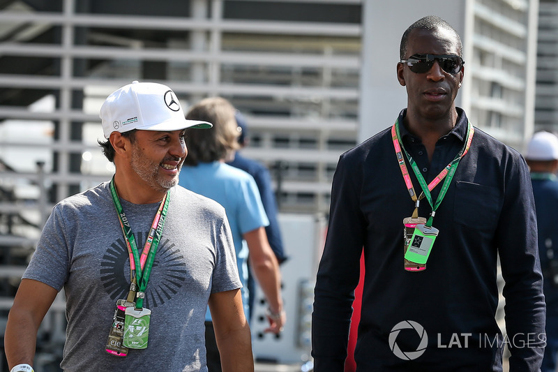 Мексика: легкоатлет Майкл Джонсон (справа)