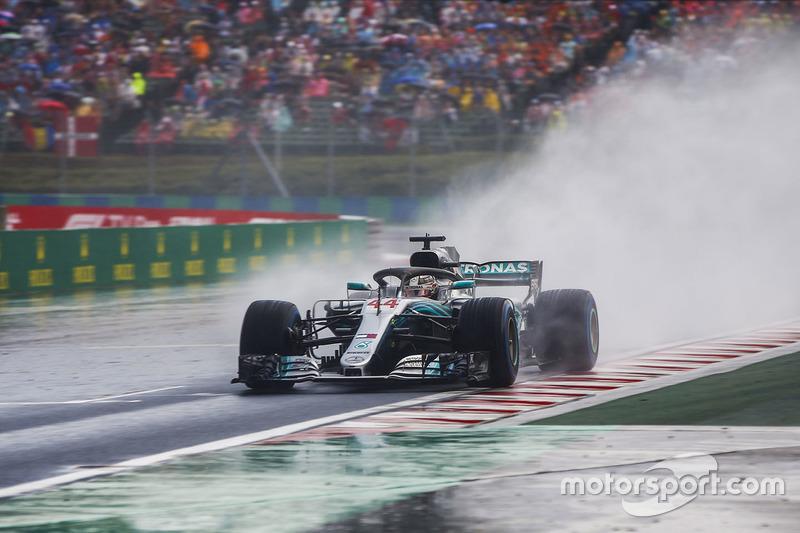 1: Lewis Hamilton, Mercedes AMG F1 W09, 1'35.658