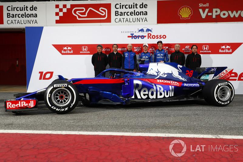 Honda personel, Franz Tost, Scuderia Toro Rosso Team Principal, Pierre Gasly, Scuderia Toro Rosso and Brendon Hartley, Scuderia Toro Rosso, the new Scuderia Toro Rosso STR13