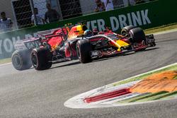 Daniel Ricciardo, Red Bull Racing RB13, dépasse Kimi Raikkonen, Ferrari SF70H