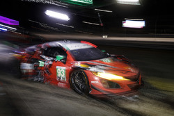 #93 Michael Shank Racing with Curb-Agajanian Acura NSX, GTD: Lawson Aschenbach, Justin Marks, Mario Farnbacher, pit stop