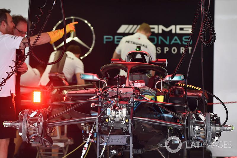 Передняя подвеска Mercedes AMG F1 W09