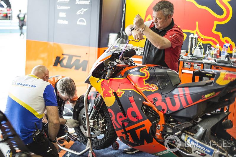 Налаштування підвіски WP на мотоциклі Red Bull KTM Factory Racing
