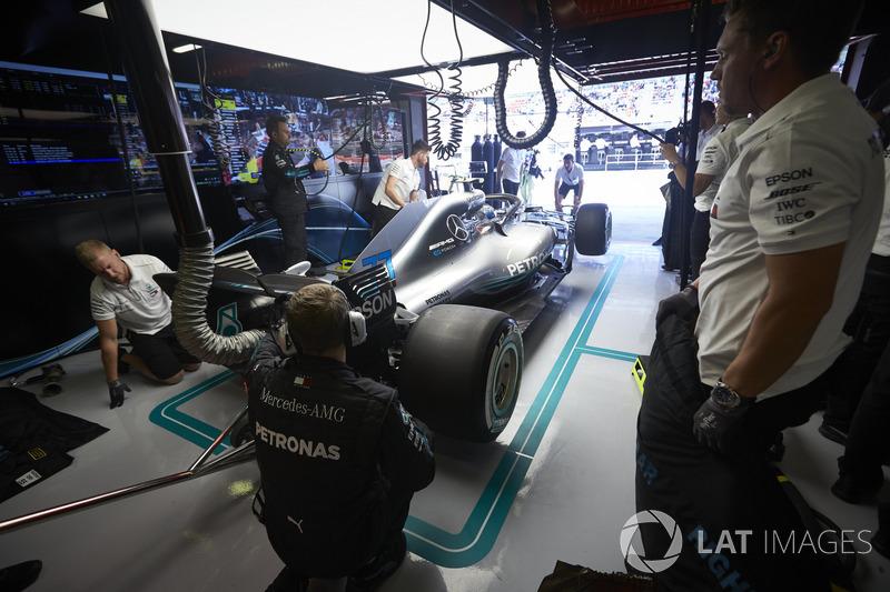 Valtteri Bottas, Mercedes AMG F1 W09, en el garaje