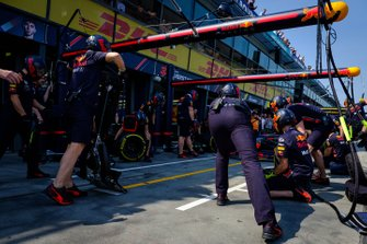 Red Bull Racing crew during pitstop