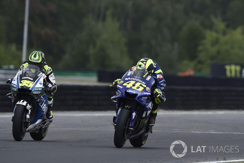 En el último momento Crutchlow se vio superado por Rossi en la lucha por la cuarta posición