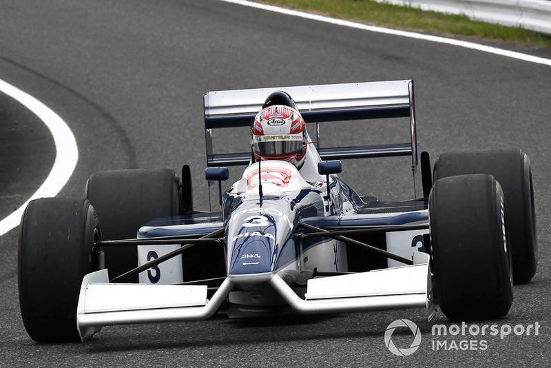 Kazuki Nakajima, Tyrrell 017, di segmen Perayaan Legenda F1 ke 30
