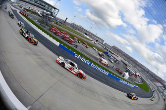 Brad Keselowski, Team Penske, Ford Fusion Wurth and Martin Truex Jr., Furniture Row Racing, Toyota Camry 5-hour ENERGY/Bass Pro Shops