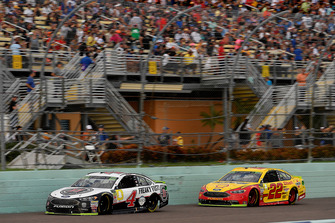 Kevin Harvick, Stewart-Haas Racing, Ford Fusion Jimmy John's, Joey Logano, Team Penske, Ford Fusion Shell Pennzoil