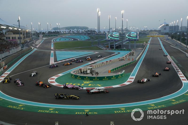 Charles Leclerc, Sauber C37, Romain Grosjean, Haas F1 Team VF-18, Nico Hulkenberg, Renault Sport F1 Team R.S. 18 at the start of the race