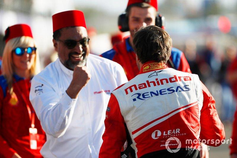Jérôme d'Ambrosio, Mahindra Racing, celebrates with Dilbagh Gill, CEO, Team Principal, Mahindra Racing, after winning the race