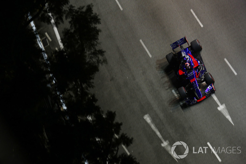 Unfall: Daniil Kvyat, Scuderia Toro Rosso STR12