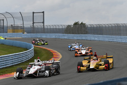 Helio Castroneves, Team Penske Chevrolet, Ryan Hunter-Reay, Andretti Autosport Honda