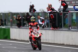 Chaz Davies, Ducati Team remporte la victoire