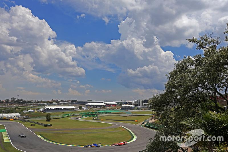 Felipe Nasr, Sauber F1 Team; Sebastian Vettel, Scuderia Ferrari