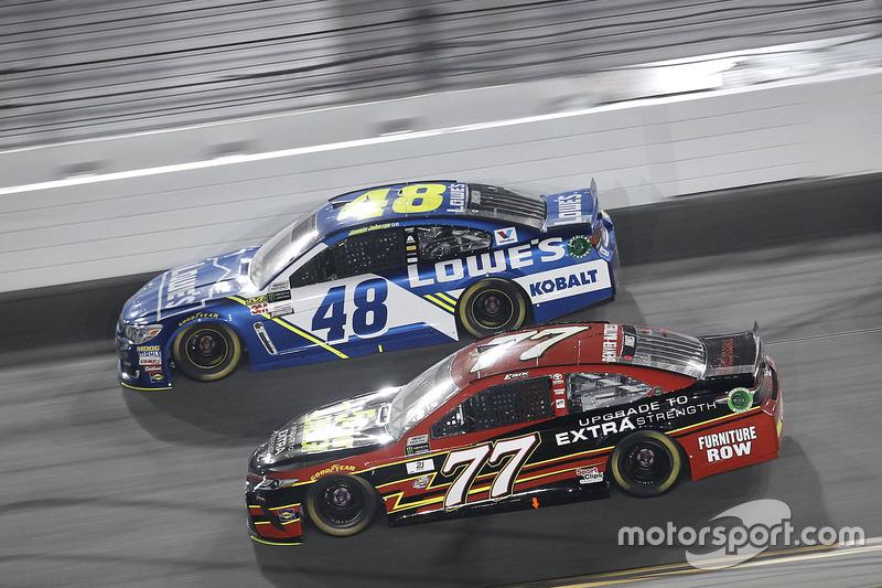 Erik Jones, Furniture Row Racing, Toyota; Jimmie Johnson, Hendrick Motorsports, Chevrolet