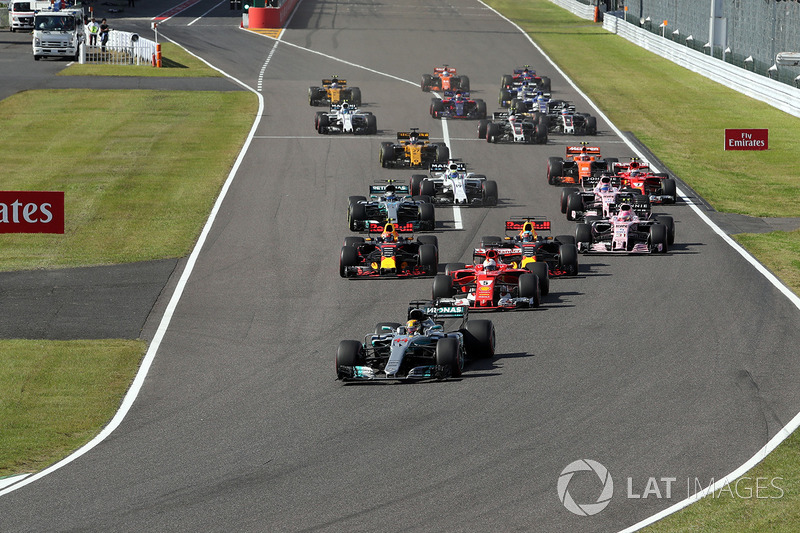 Partenza: Lewis Hamilton, Mercedes AMG F1 W08 al comando