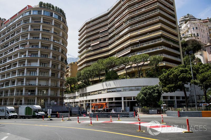 260.286 km es la distancia de carrera del GP de Mónaco. Debido a la baja velocidad media en Mónaco, la carrera es mucho más corta que en otros grandes premios.