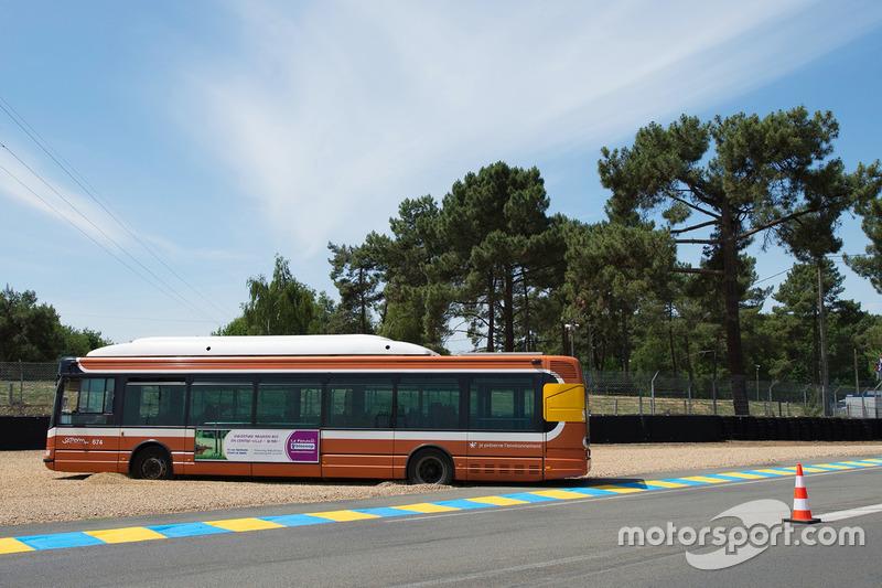 20. Ein Bus mitten auf der Strecke