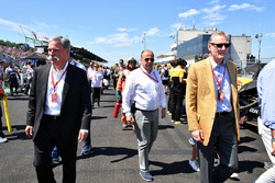 Chase Carey, Chief Executive Officer and Executive Chairman of the Formula One Group, Luca Colajanni, Formula One Senior Communications Officer and Sean Bratches, Formula One Managing Director, Commercial Operations on the grid