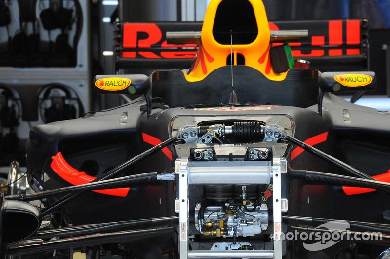 Red Bull RB13 передня підвіска