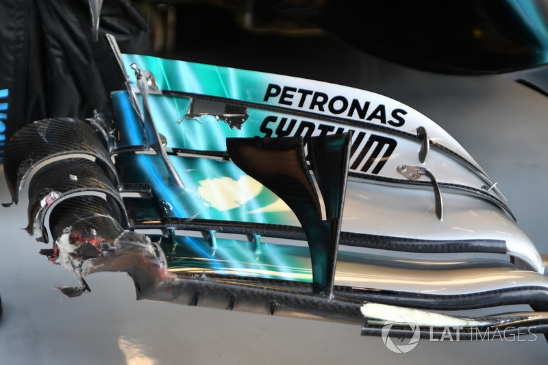 The damaged front wing of Valtteri Bottas, Mercedes-Benz F1 W08