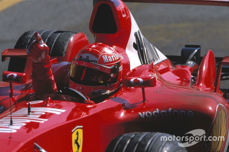 2003: pero en la temporada Schumacher vuelve a su casco