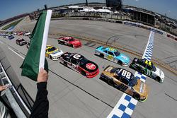 Start: Blake Koch, Kaulig Racing Chevrolet leads