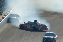 Crash: Kyle Busch, Joe Gibbs Racing Toyota; Martin Truex Jr., Furniture Row Racing Toyota (Screenshot)