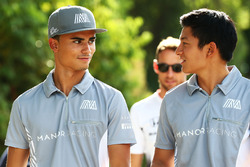 (L to R): Pascal Wehrlein, Manor Racing with Rio Haryanto, Manor Racing