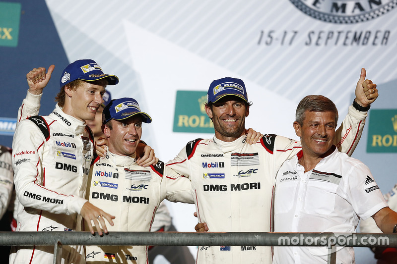 Podium: race winners Timo Bernhard, Mark Webber, Brendon Hartley, Porsche Team, Fritz Enzinger, Vice President LMP1, Porsche Team