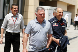 Guenther Steiner, Haas F1 Team Principal with Dave Ryan, Manor Racing Racing Director and Franz Tost