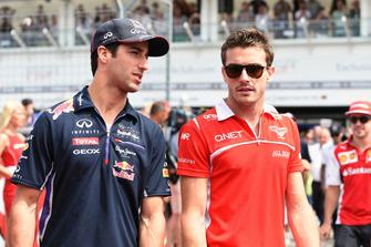 Daniel Ricciardo, Red Bull Racing et Jules Bianchi, Marussia F1 Team lors de la parade des pilotes