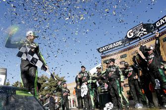 Ganador de la carrera Chase Elliott, Hendrick Motorsports, Chevrolet Camaro Mountain Dew