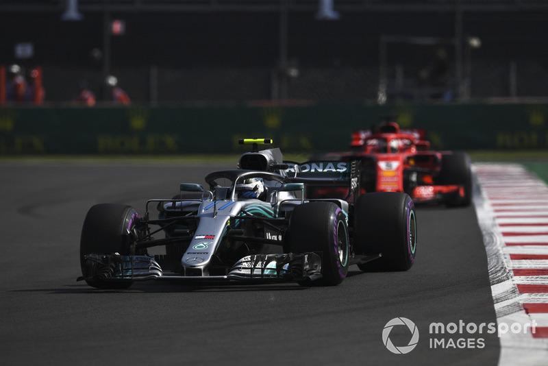 Valtteri Bottas, Mercedes AMG F1 W09 EQ Power+ y Sebastian Vettel, Ferrari SF71H