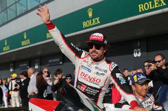 Race winner #8 Toyota Gazoo Racing Toyota TS050: Sebastien Buemi, Kazuki Nakajima, Fernando Alonso