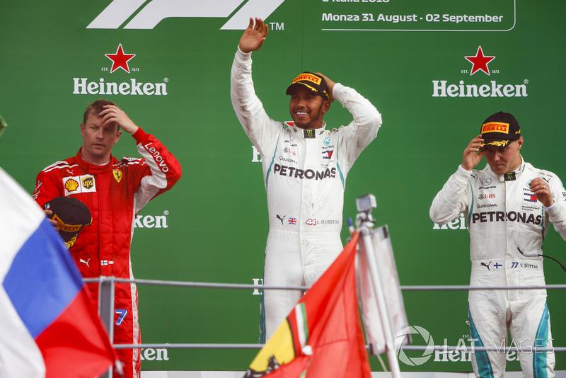 Kimi Raikkonen, Ferrari, Lewis Hamilton, Mercedes AMG F1, y Valtteri Bottas, Mercedes AMG F1