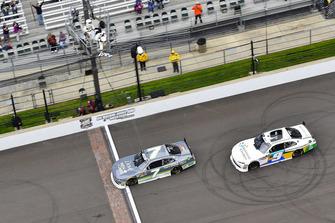 Fotofinish: 1. Justin Allgaier, JR Motorsports, Chevrolet Camaro; 2. Tyler Reddick, JR Motorsports, Chevrolet Camaro
