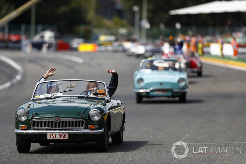 Lance Stroll, Williams Racing, mengikuti parade pembalap