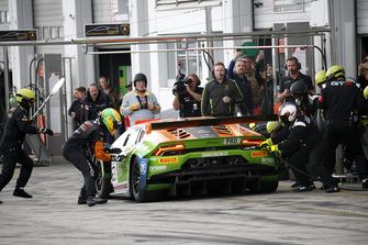 Pit stop, #63 GRT Grasser Racing Team Lamborghini Huracan GT3: Mirko Bortolotti, Christian Engelhart