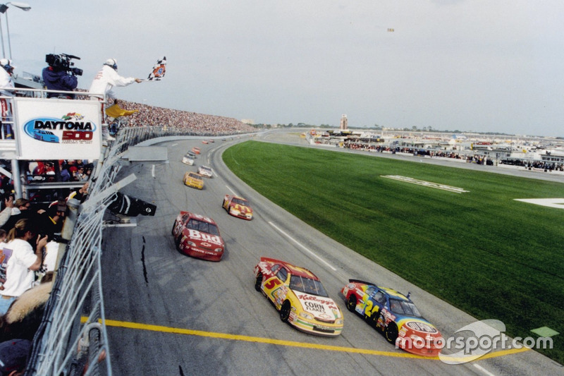 Jeff Gordon takes the victory ahead of his teammates Terry Labonte and Ricky Craven