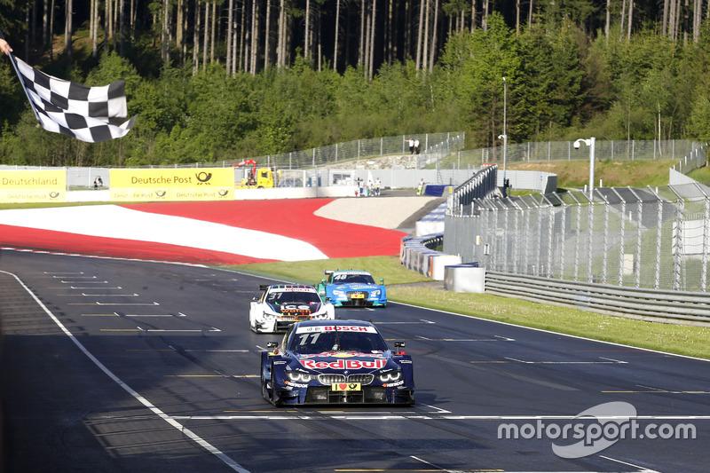 Bandera a cuadros apra Marco Wittmann, BMW Team RMG, BMW M4 DTM at ...
