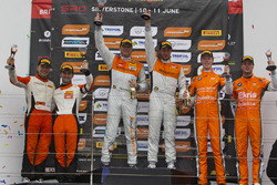 Podium: tweede plaats, Andreas Patzelt, Nicolaj Moller Madsen, PROsport Performance, racewinnaars Peter Terting, Jörg Viebahn, PROsport Performance, derde plaats, Simon Knap, Rob Severs, Racing Team Holland by Ekris Motorsport